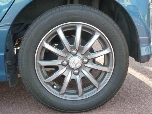 【タイヤ】純正アルミホイールです。タイヤサイズは、155/65R14です。