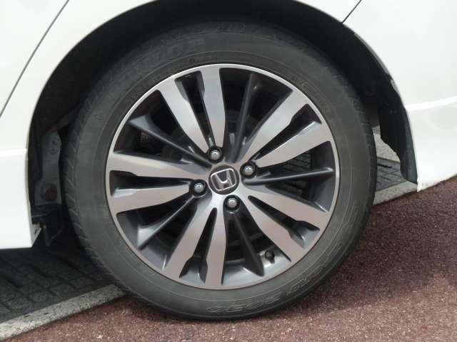 【タイヤ】Sパッケージ専用のアルミホイールです。タイヤサイズは、185/55R16です。