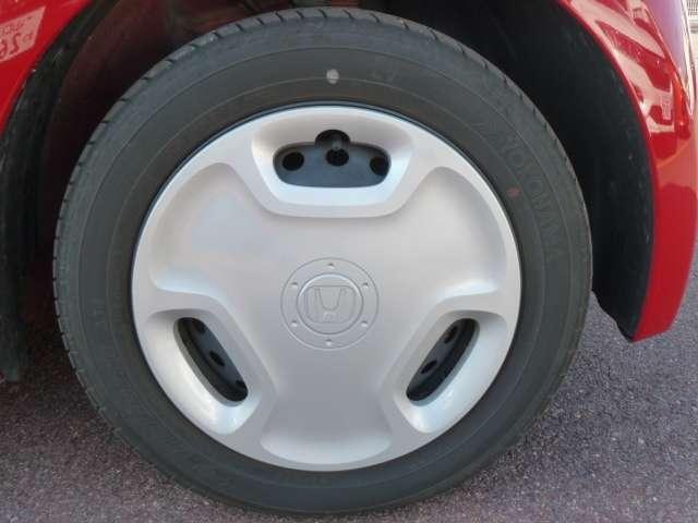 【タイヤ】専用ホイールキャップです。タイヤサイズは、155/65R14です。
