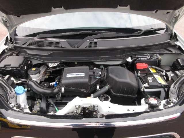 【エンジンルーム】加速もスムーズでパワーのあるチェーン駆動の3気筒、DOHCエンジンです。