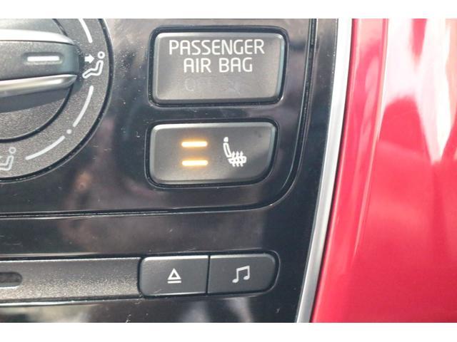 運転席、助手席にはシートヒーター装備しています。