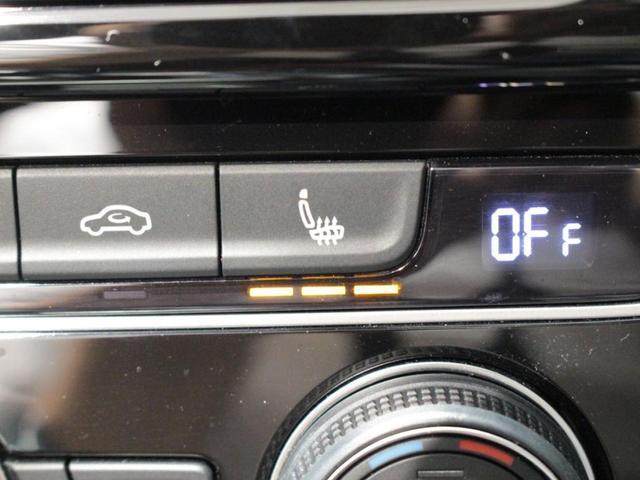 運転席、助手席には3段階調整の、シートヒーター装備しています。