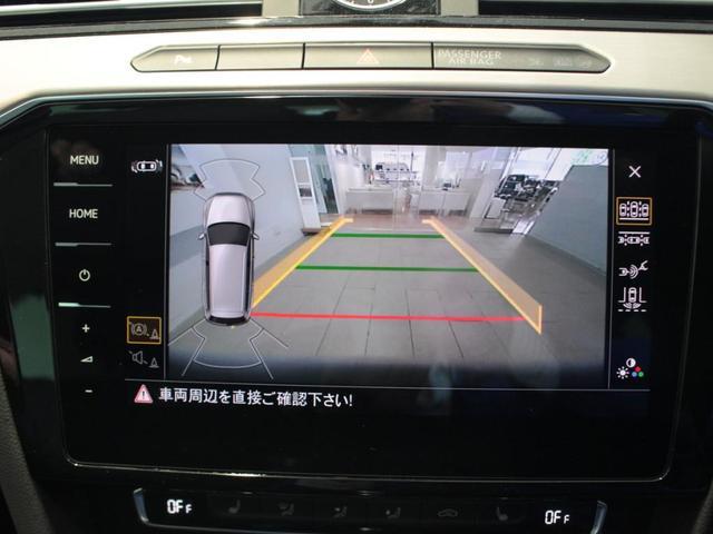 駐車が苦手な方にも安心な、エンブレム格納式バックカメラ装備されています。