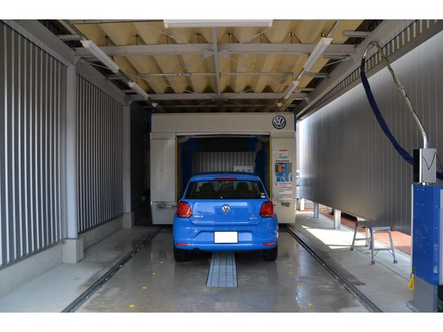 洗車機も最新機種を導入。ウォータージェットでやさしく洗い、新車やコーティング車も安心して洗車可能です。