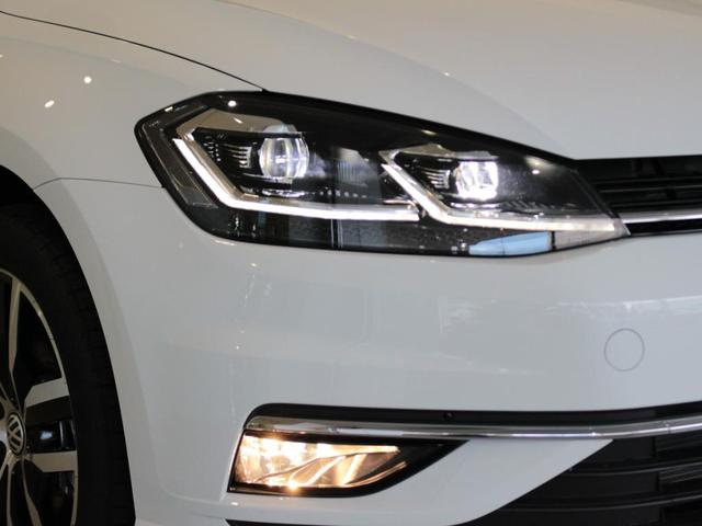LEDヘッドライトと、濃霧にも安心なフォグランプ装備。