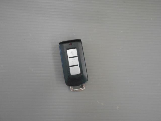 インテリジェントキー。カバンやポケットに入れておいても操作ができます。