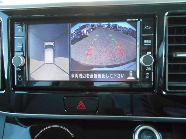 アラウンドビューモニター搭載。上から見下ろしたように液晶に映るのでスムースな駐車をサポートします。