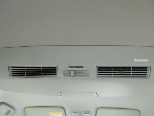 車内にファンが付いていて空気を循環するので後席でも暖かいです。nano-e対応しています。