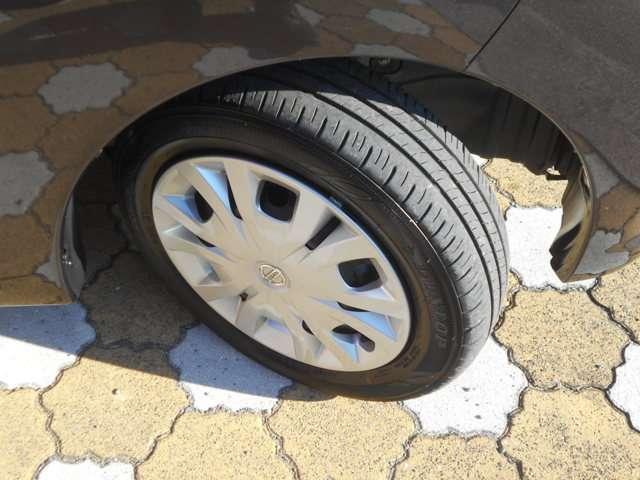 タイヤの溝はこのくらいです。