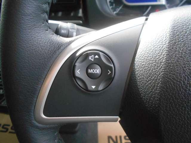 ステアリングスイッチなら、ハンドルから手を離さずにオーディオ操作可能です。