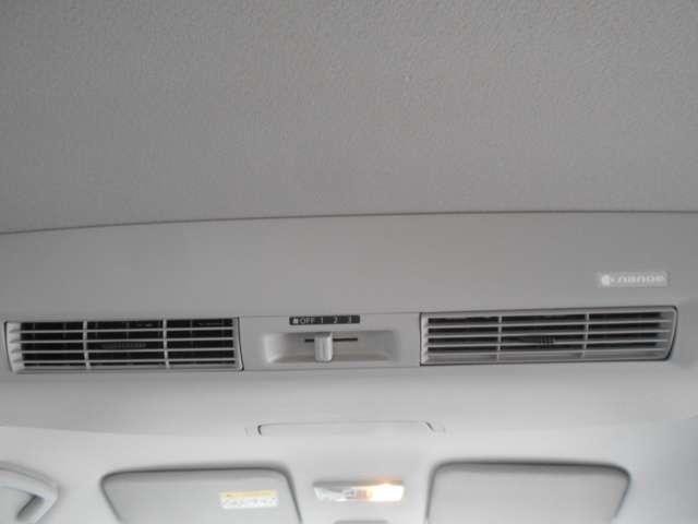 nanoe機能付き後席シーリングファンです。前席のエアコン風を後席に効率よく循環。