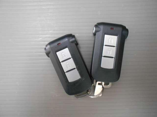 インテリジェントキー×2 助手席スライドドアはリモコン開閉も可能です。