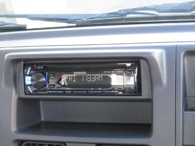 お好きなCDをかけながら運転♪