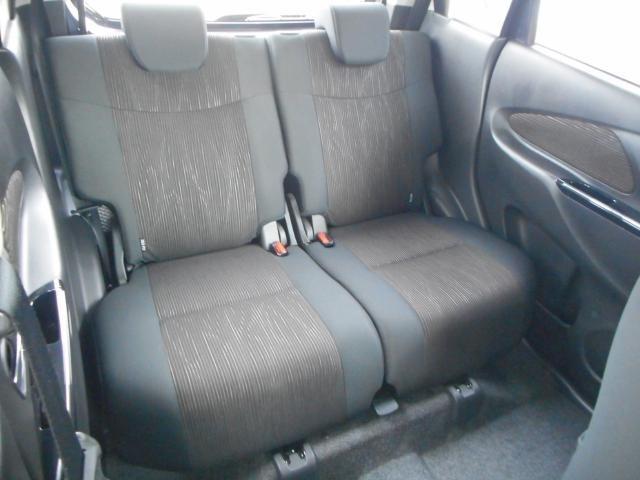 後席のひざまわりはたっぷりのスペースを確保☆シートスライドとリクライニング機能でゆったり過ごせるます。
