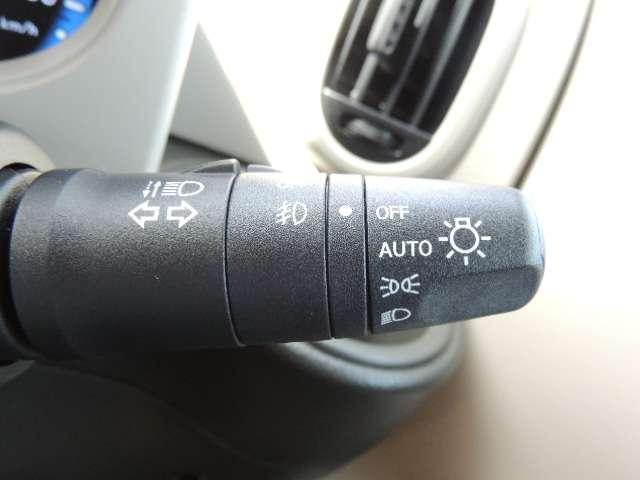 ☆オートライトついてます。思いやりライト機能で夕暮れや雨天時のワイパー使用時に自動でヘッドライトを点灯させます。