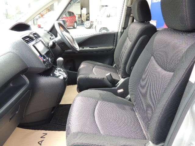 ☆黒を基調とした尾落ち着いたシートデザインです。