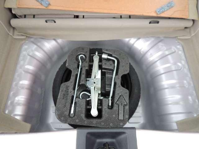 ☆今時のクルマには珍しく、スペアタイヤとジャッキが装備されていますよ。