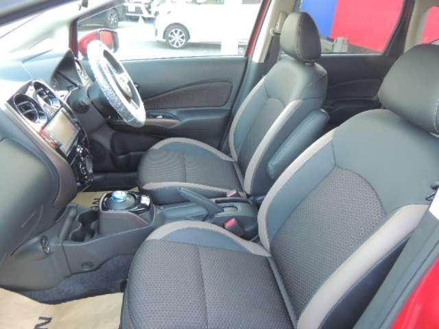 ☆明るい車体カラーと違い、黒のシートデザインは落ち着いた雰囲気を出しますね。