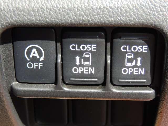 ☆両側電動スライドドアです。お子様の乗り降りもらくらくです。隣の車にも当たりません。アイドリングストップ車でエコ運転