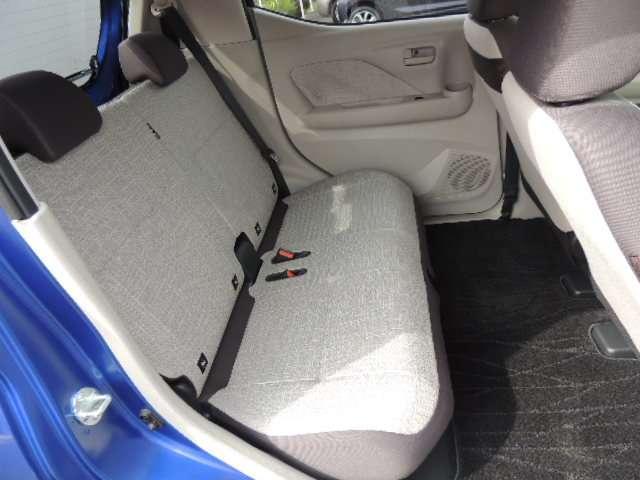 ☆リヤシートの居住性、広さ、足元のゆとりもばっちりです。長距離ドライブでも疲れにくく快適に過ごせると思います。