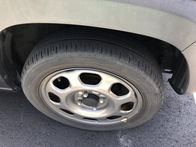 右前タイヤの写真です。