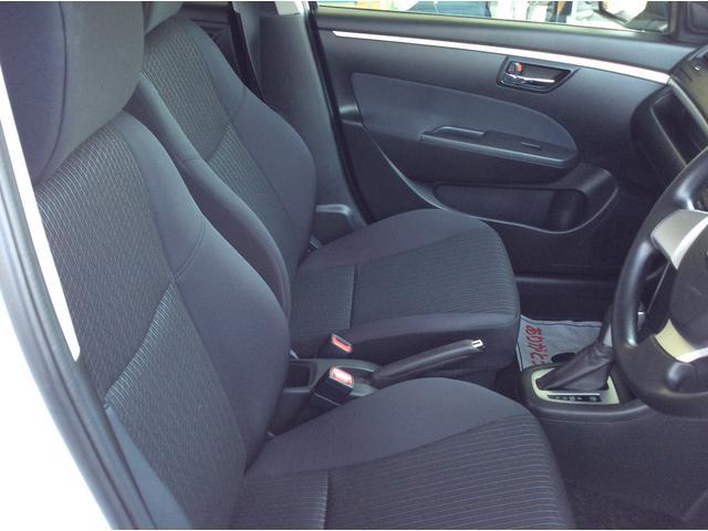 足元に余裕があるので運転しやすいです。ぜひ一度座って体感してみて下さい♪