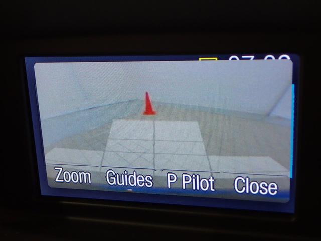 リアビューカメラが標準で装備されておりますので駐車の際も安心です。