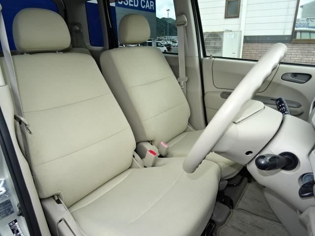 軽自動車とは思えないくらいの大きなシートです♪ベンチシートなのでドライバーチェンジも横移動も楽々ですよ☆