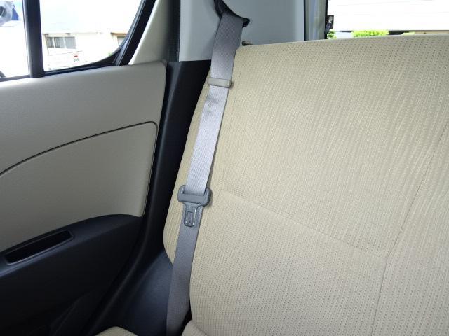使わない時はこちらでホールド☆運転中にカタカタやシートベールトが迷子なんて事が少なくなりますよ♪