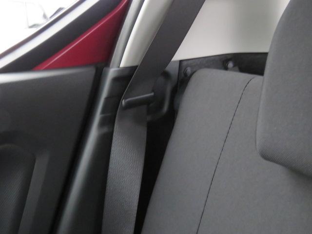 使わない時はこちらでホールド☆運転中にカタカタやシートベルトが迷子なんて事が少なくなりますよ♪