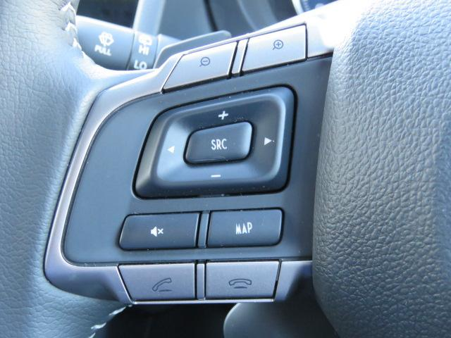 純正ナビの操作はステアリング左のスイッチで視線を外さず、楽々安全に出来ます。