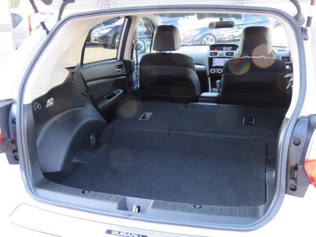 リアシートを倒すと前席の位置にもよりますが、荷室の縦の長さは約158〜176センチになります☆