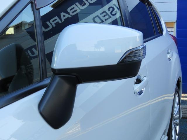 見た目にオシャレ♪周りへのアピールもしっかりのウィンカー内蔵式ドアミラーです☆