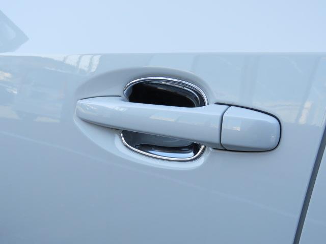 ドアの開閉時に爪などをひっかけることで付くボディのキズや汚れを防止するドアハンドルプロテクターです☆