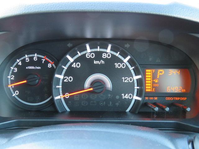 とてもシンプルで見やすいメーターです☆右側には平均燃費や航続可能距離、アイドリングストップ時間などが確認出来るディスプレイ付きです☆