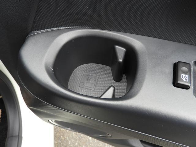 何と運転席の手元にもドリンクホルダー付いてます☆