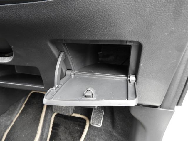 車内には、収納スペースがたくさん♪運転席右前です☆