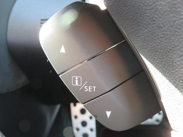 ハンドル左下には、メーター内ディスプレイの表示切替ボタンが付いています☆運転中もクルマの情報を見る事ができます。