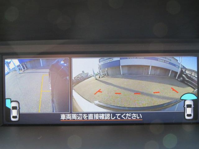フロントグリルと助手席ドアミラーに装着されたカメラの映像を、マルチファンクションディスプレイに表示。死角をフォローします☆