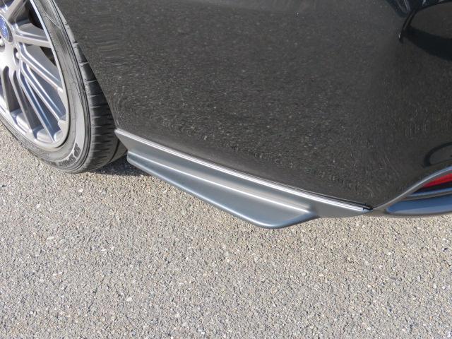 タイヤ付近の走行風の整流効果を最大限に発揮するカタチです。