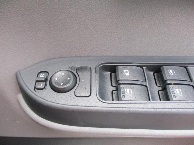 L キーレス/オートライトヘッドランプLED アイドリングストップ パワーウインドウ スライドドア マニュアルエアコン パワーステアリング オートマチックハイビーム 保証書 エアバッグ 横滑り防止装置(18枚目)