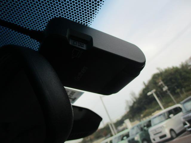 Fパッケージ コンフォートエディション 8インチナビ アイドリングストップ パワーウインドウ キーレスエントリー オートエアコン シートヒーター前席 パワーステアリング オートライト エアバッグ 横滑り防止装置 盗難防止システムETC(11枚目)