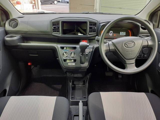 L EBD付ABS/横滑り防止装置/アイドリングストップ/エアバッグ 運転席/エアバッグ 助手席/パワーウインドウ/キーレスエントリー/パワーステアリング/マニュアルエアコン(4枚目)
