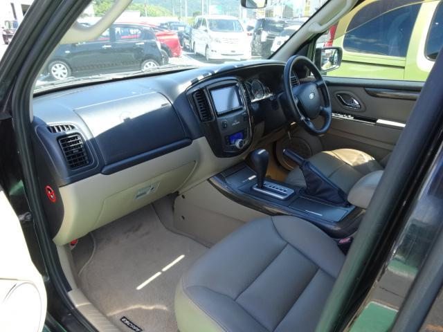 フォード フォード エスケープ リミテッド サンルーフ レザーシート 社外ナビ Rカメラ