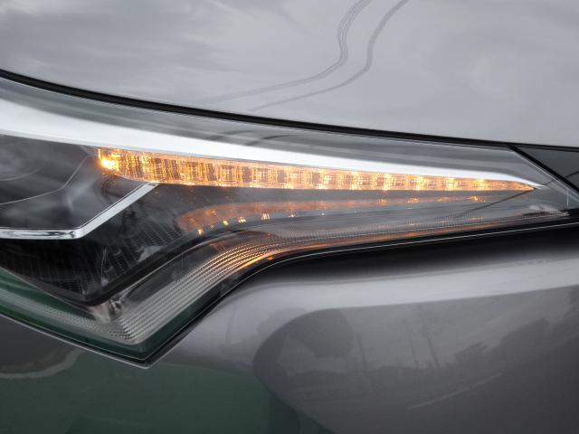 トヨタ C-HR G 登録済未使用車 レザーシートBi-Beam LEDヘッド