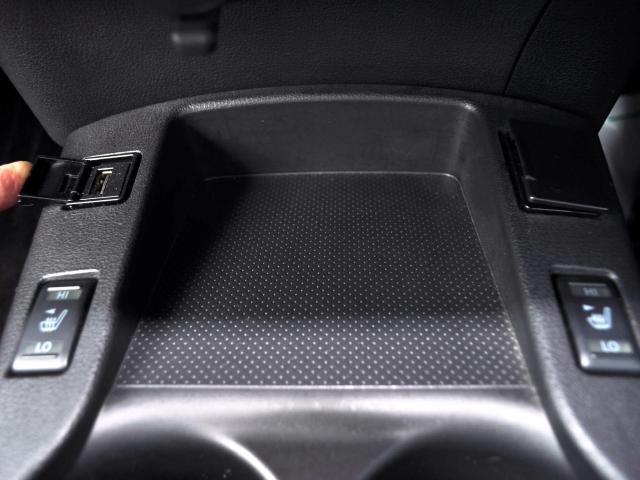 ☆真冬でもすぐに温まり快適なシートヒーターを全席に装備(後席は座面のみ装備)。