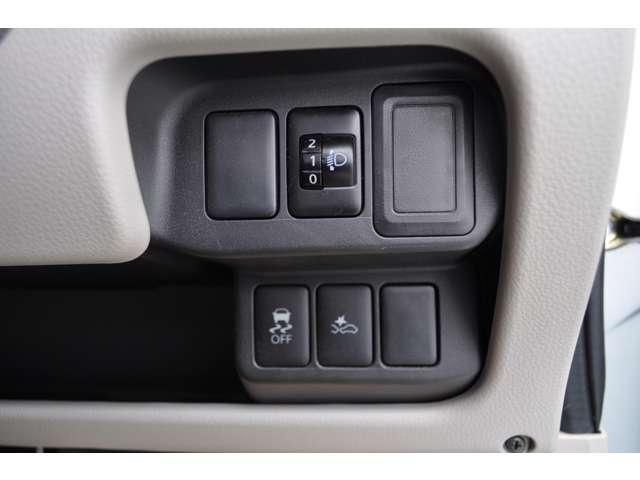 ☆エマージェンシーブレーキや横滑り防止装置など安全装置が付いています。