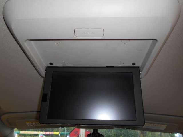 ☆天井にも大きなモニターが。お子様などに大人気のドライブになります。