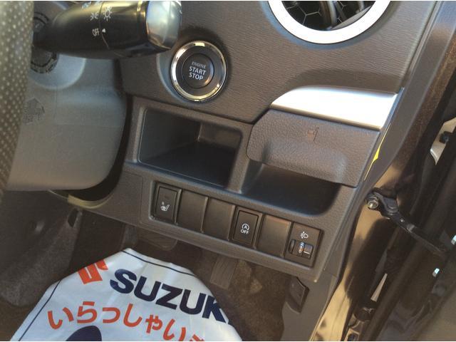 キーを身に着けてブレーキペダルを踏みボタンを押すだけでエンジンが始動できます。