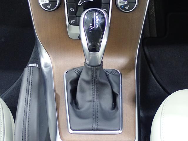 ボルボ ボルボ V40 T3 インスクリプション 歩行者検知自動ブレーキ 純正ナビ